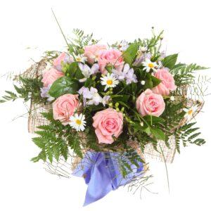 Lyserøde roser med solsikker