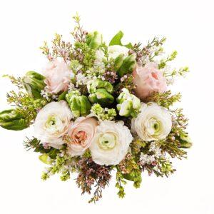 Den hvide og lyserøde rosenbuket
