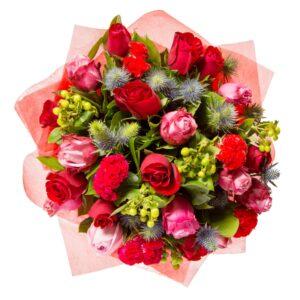 Rød rosenbuket med grønt der fylder