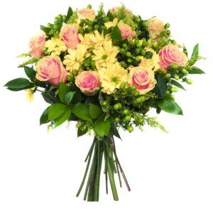 Lyserød rosenbuket med gule blomster